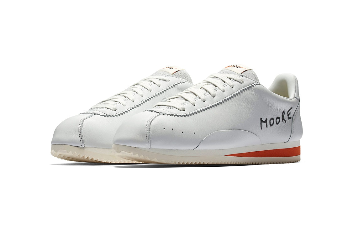 http-hypebeast.comimage201707nike-cortez-kenny-moore-white-blue-yellow-1