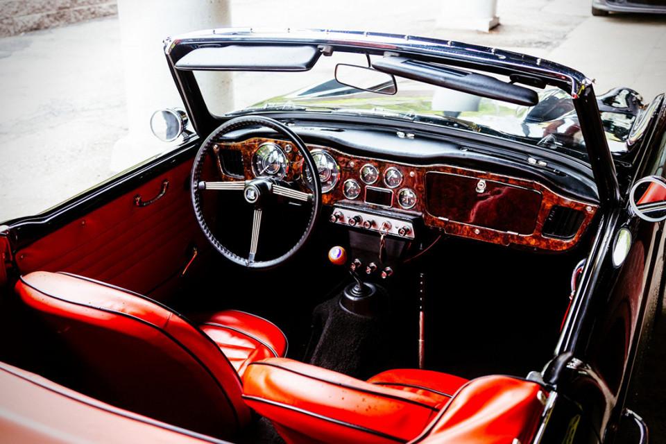 1961-triumph-tr4-0071-960x640